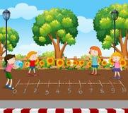 Studenti che giocano il gioco dei dadi al campo da giuoco illustrazione di stock