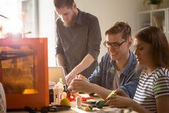 Studenti che godono della stampa 3D Fotografie Stock