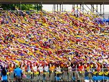 Studenti che ondeggiano i nastri e che celebrano Hari Merdeka Fotografia Stock Libera da Diritti