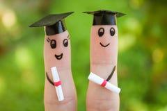 studenti che tengono il loro diploma dopo la graduazione Fotografie Stock