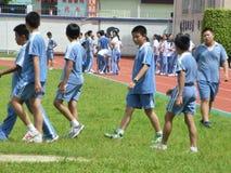 Studenti cinesi nella classe di sport all'aperto Fotografia Stock Libera da Diritti