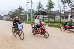studenti con la bicicletta Fotografie Stock Libere da Diritti