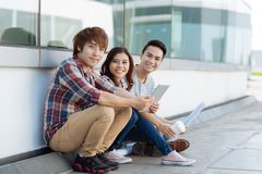 Studenti con la compressa digitale Immagine Stock Libera da Diritti