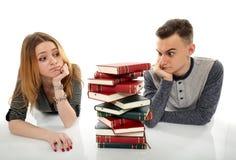 Studenti con molti libri Immagini Stock