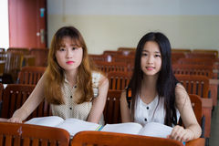 Studenti di college asiatici Fotografie Stock Libere da Diritti