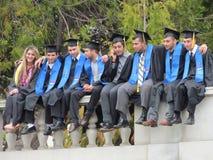 Studenti di college che posano uso sul giorno di laurea all'ONU di Berkeley Fotografia Stock