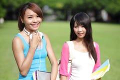 Studenti di college felici della ragazza Fotografia Stock Libera da Diritti