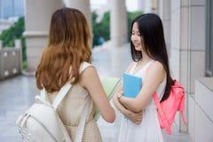Studenti di college femminili asiatici Fotografia Stock