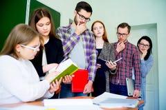Studenti di college su una conferenza Immagini Stock