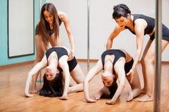 Studenti di forma fisica di Palo durante la classe Fotografia Stock Libera da Diritti