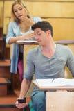 Studenti di frode durante l'esame Immagini Stock Libere da Diritti