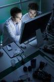 Studenti di ingegneria in laboratorio Fotografia Stock Libera da Diritti