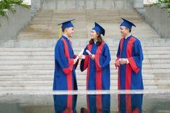 Studenti di laurea di conversazione Immagini Stock Libere da Diritti