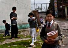 Studenti di Lepcha alla scuola Immagine Stock