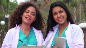 Studenti di medicina ispani stock footage