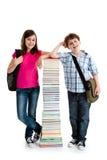 Studenti e mucchio dei libri Fotografie Stock Libere da Diritti