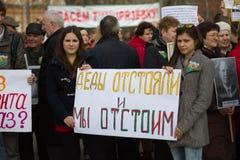 Studenti ed insegnanti con gli slogan in difesa dell'accademia di Timiryazev Fotografia Stock