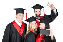 Studenti felici che prendono selfie sullo smartphone isolato su bianco Fotografia Stock Libera da Diritti