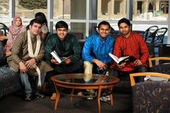 Studenti indiani in abbigliamento tradizionale Immagine Stock