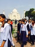 Studenti indiani che visitano Taj Mahal fotografia stock libera da diritti