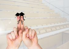 Studenti laureati dei caratteri del dito nella stanza di conferenza Fotografia Stock Libera da Diritti