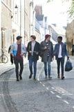 Studenti maschii su una rottura Fotografie Stock Libere da Diritti
