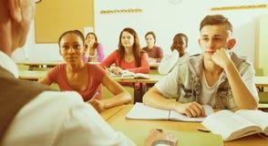 Studenti multietnici nell'aula Fotografia Stock Libera da Diritti