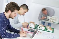 Studenti nel corso di formazione di architettura Immagini Stock Libere da Diritti