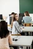 Studenti nell'aula Fotografie Stock