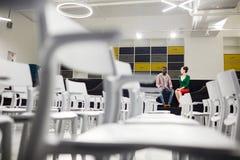Studenti nella conferenza corridoio Fotografie Stock