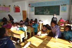 Studenti tibetani a scuola nella provincia di Qinghai, Cina Fotografia Stock Libera da Diritti