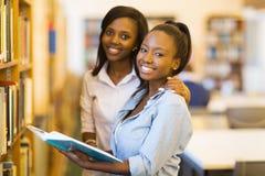 Studenti universitari africani femminili Immagine Stock