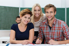Studenti universitari sorridenti Fotografie Stock Libere da Diritti