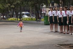 Studenti vietnamiti alla via in Ho Chi Minh Fotografia Stock Libera da Diritti
