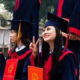 Studenti vietnamiti che celebrano graduazione Fotografia Stock Libera da Diritti