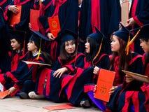 Studenti vietnamiti che celebrano graduazione Immagine Stock Libera da Diritti