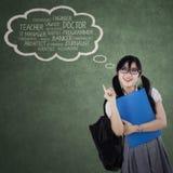 Studentin, die ihre Träume denkt Stockfotografie