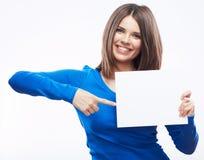 Studentin-Griff weiße blanc Karte lokalisiert auf weißem backgroun Lizenzfreie Stockfotos
