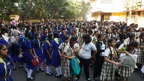 Studentinnen in einer Schuleversammlung am Morgen Lizenzfreie Stockfotografie