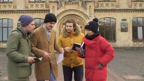 Studentkörningar på föreläsningar stock video