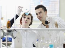 Students couple in lab Royalty Free Stock Photography