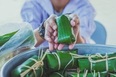 Students learn to make bananas with sticky rice in primary scho stock images
