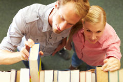 Students looking for books Royalty Free Stock Photography