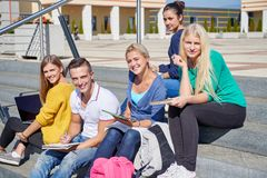 Students outside sitting on steps Royalty Free Stock Photos