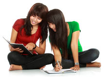 Students reading Royalty Free Stock Images