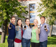 Students showing blank smartphones screens Royalty Free Stock Photography