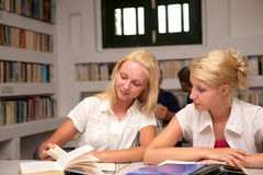 Students studying in library Royalty Free Stock Photography