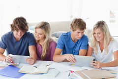 Students working to help one another Royalty Free Stock Photos