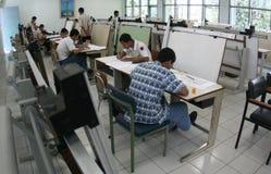 Studentskissning royaltyfri foto