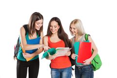 Studentvänner som tillsammans står på en vit Royaltyfria Foton